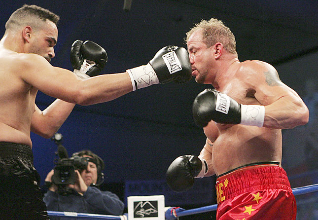 castle catches former wbo heavyweight champion tommy morrison with