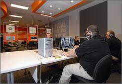 Fast repair a priority at Geek center - USATODAY.com