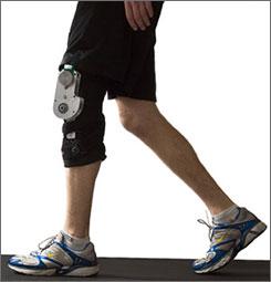 用膝蓋擺動發電的裝置