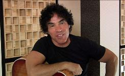Music recording artist John Oates of the band Hall & Oates breaks down his technique on the '70s hit She's Gone in his iVideosong entry. He also talks about his influences, including Chuck Berry and Curtis Mayfield.