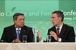 President of Indonesia, Susilo Yudhoyono, left, and Norway's Prime Minister Jens Stoltenberg speak at press conference during the Oslo Climate and Forest Conference in Oslo, May 27, 2010.