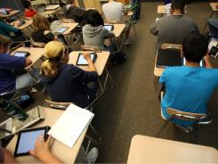 Freshmen read along using their iPad 2.