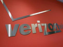 Verizon Wireless, the nation's largest cellphone company, announced Tuesday that is dropping nearly all of its phone plans in favor of pricing schemes that encourage consumers to connect their non-phone devices, like tablets and PCs, to Verizon's network.