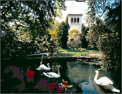 Hotel Bel-Air: Seclusion and a swan-filled lake await celebrities demanding discretion.