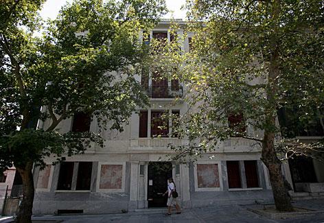a 1930 art deco building