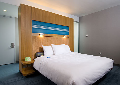 Beds in the new Aloft hotels have cork headboards and may have customers clamoring.