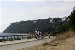 You can make your way around Mackinac Island on foot, rented bikes or horse-drawn carriage.