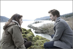 Kristen Stewart and Robert Pattinson star in the film adaptation of Twilight.