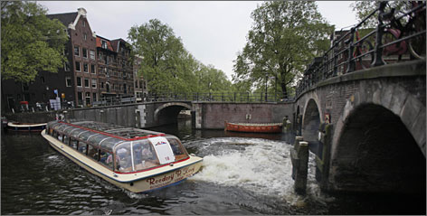 Coasting the canals of Amsterdam on a boat opens windows onto a history of vast wealth and global power.
