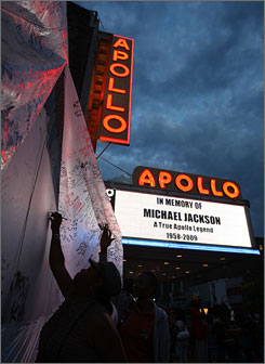 Fans have lined up by the thousands at the Apollo Theater in New York to pay their respects to the late pop star.