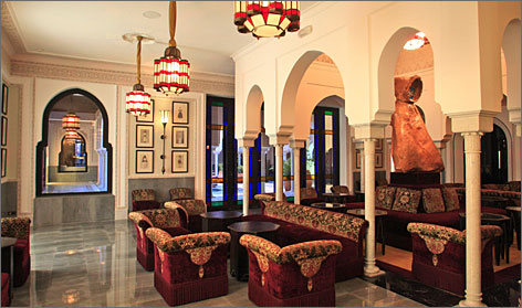 Built in 1923, the Mamounia merges the sober lines of Art Deco architecture with traditional arabesque decorations.