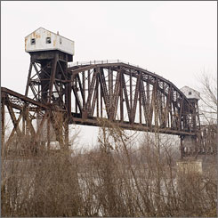 Union Pacific Corp. has agreed to give the old bridge to the city of Boonville, Mo., which hopes to convert it for use by hikers and bikers on the Katy Trail State Park.