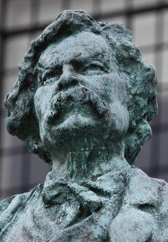 A statue of Mark Twain stands on the Elmira College campus.