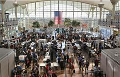 Despite hefty crowds over the Thanksgiving holiday, U.S. airlines reported no long tarmac delays in November, 2010. 