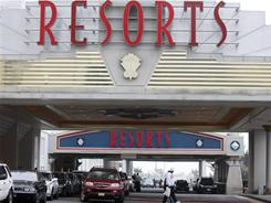 Efforts are being made to win back business at the nation's first casino to open outside Nevada, one that came within days of closing last winter.