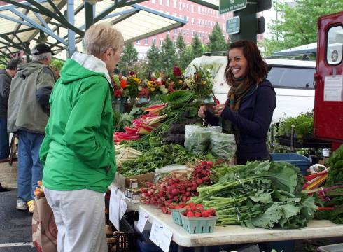 http://i.usatoday.net/travel/_photos/2012/05/03/10-great-places-to-shop-at-a-farmers-market-BM1DUNFR-x-large.jpg