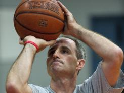 http://i.usatoday.net/yourlife/_photos/2011/11/10/Shooting-for-million-free-throws-to-aid-troops-3RJ08K7-x.jpg