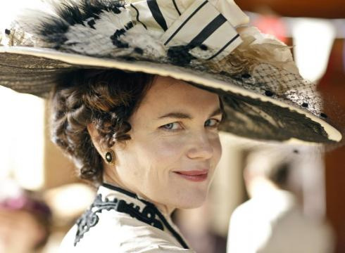 Elizabeth mcgovern as lady grantham from the television program