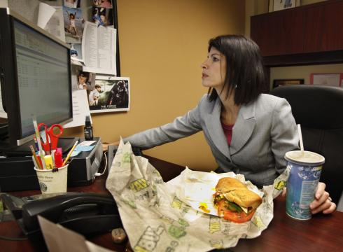 http://i.usatoday.net/money/_photos/2012/04/15/More-workers-eat-at-their-desks-8C19DB7O-x-large.jpg